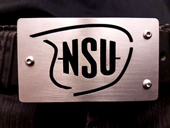 NSU motor logo zwart detail